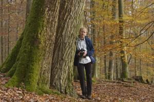 Spessart, Bayern - Der Fotograf Matthias Schickhofer in einem alten Eichen- Buchenwald im Hochspessart. Umweltschützer fordern die Einrichtung eines Nationalparks im Hochspessart, um sämtliche Altwälder zu erhalten und die bestehenden Schutzgebiete besser zu vernetzen. (c) Matthias Schickhofer